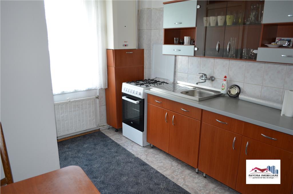 Apartament cu 4 Camere de Vanzare in Zona Pandurilor