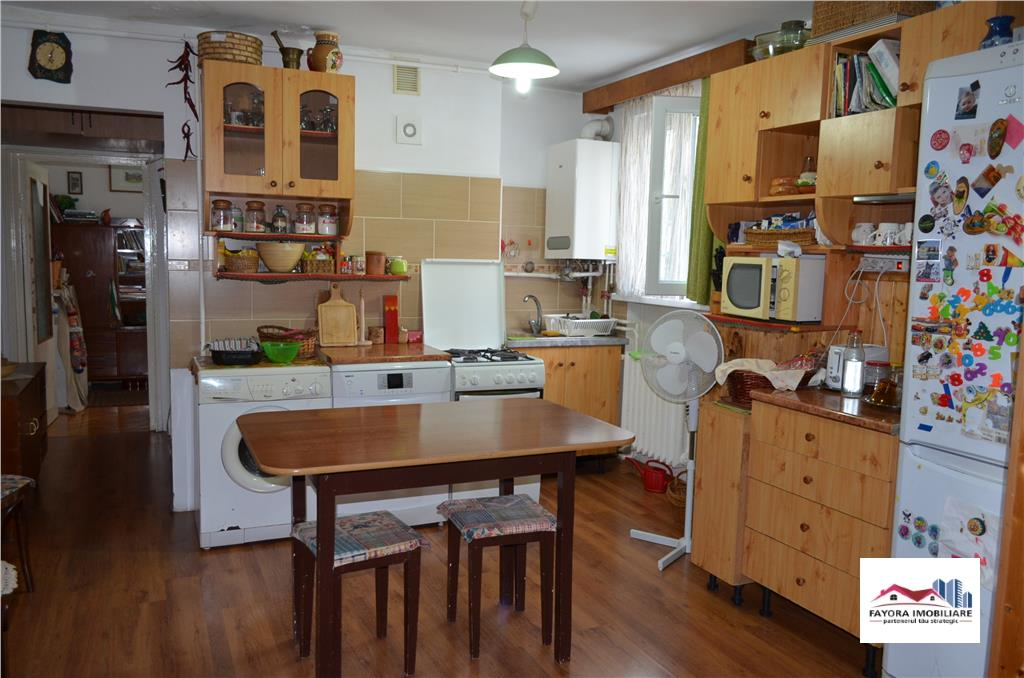 Apartament cu 3 Camere de Vanzare in Zona Super