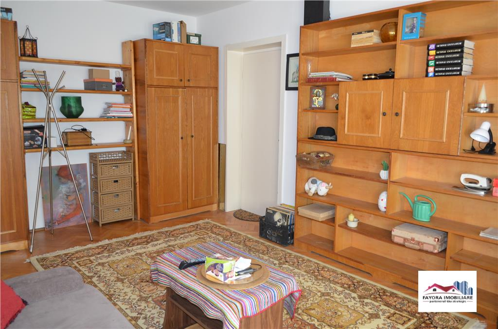 Apartament cu 3 Camere de Inchiriat in Zona 7 Noiembrie