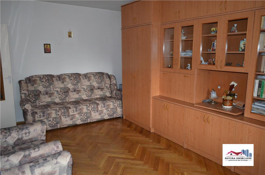 Apartament cu 2 Camere de Vanzare in Zona Dambu Pietros