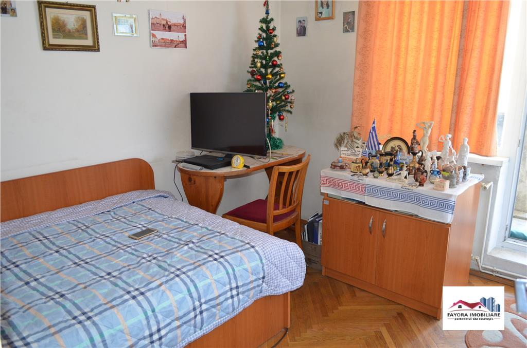Apartament cu 4 Camere de Vanzare in Zona UMF