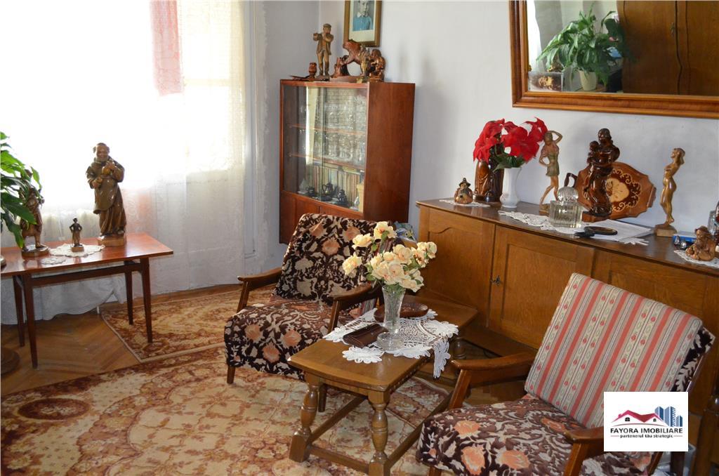 Apartament cu 2 Camere si Parcare Privata de Vanzare in 7 Noiembrie