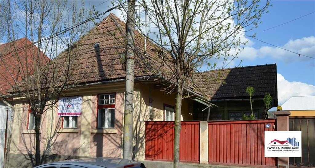 Casa cu 6 arii teren de Vanzare pe strada Avram Iancu