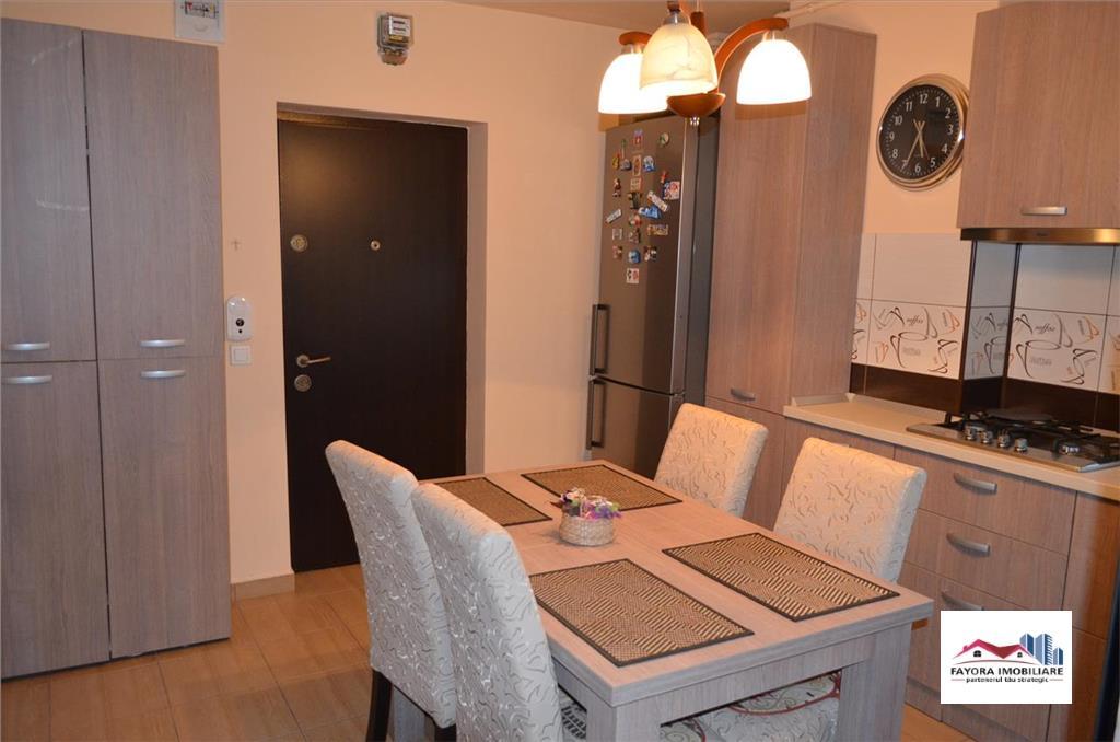 Apartament cu 3 Camere de Vanzare in Zona Dambu Pietros