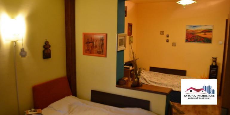 Apartament cu 4 Camere  de  Vanzare in Zona Unirii
