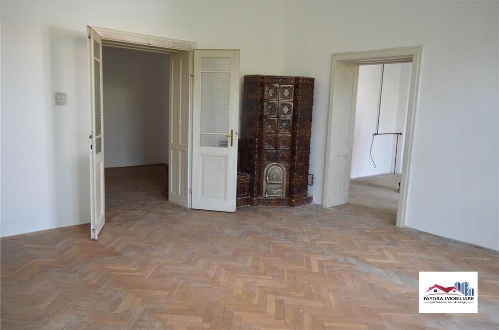 Casa de Vanzare in  Zona Semicentrala, Platou