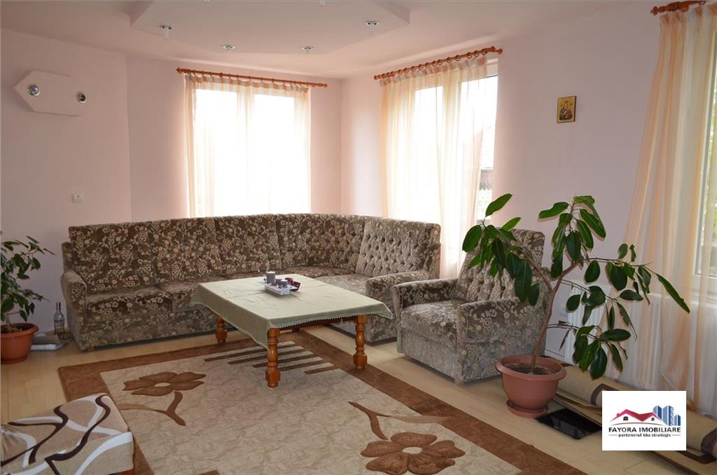 House with Pool for Sale in Unirii Area